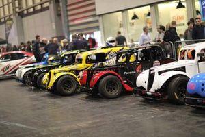 Algunos coches expuestos en el Live Action Arena