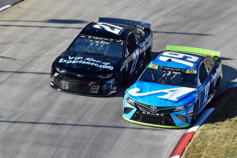 Martin Truex Jr., Joe Gibbs Racing, Toyota Camry Auto Owners Insurance, Reed Sorenson, Premium Motorsports, Chevrolet Camaro VIPRacingExperience.com