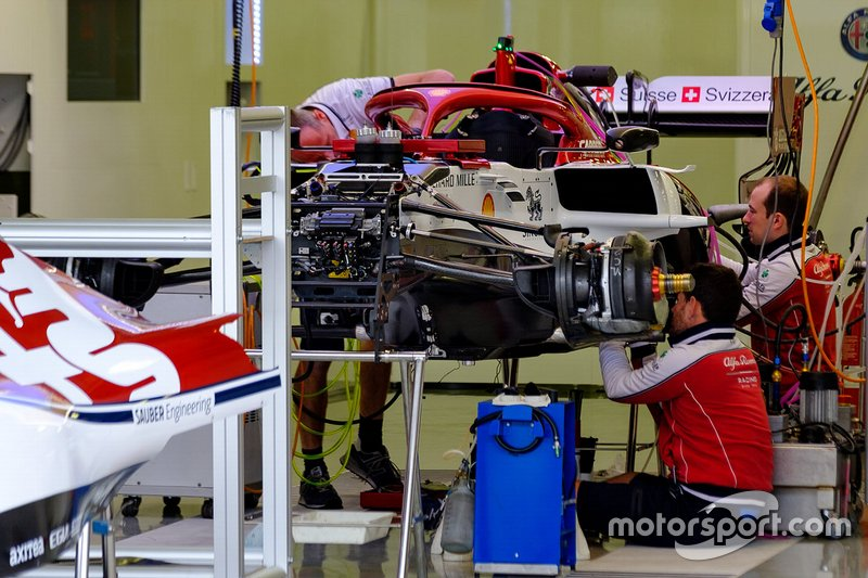Автомобиль Alfa Romeo Racing C38