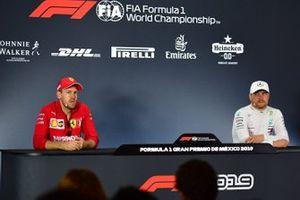 Sebastian Vettel, Ferrari, deuxième, et Valtteri Bottas, Mercedes AMG F1, troisième, en conférence de presse