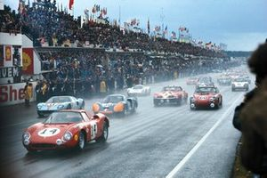 #14 North American Racing Team, Ferrari 250LM: Masten Gregory, Charlie Kolb at the start