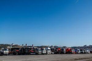 Les concurrents camion lors des vérifications au Castellet, France