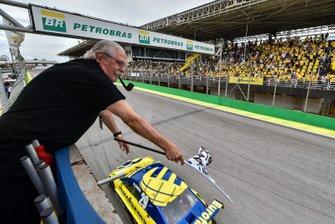 Washington Bezerra dá bandeirada na Grande Final da Stock Car em Interlagos