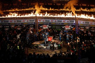 1. Kevin Harvick, Stewart-Haas Racing, Ford Mustang Busch Beer / Ducks Unlimited