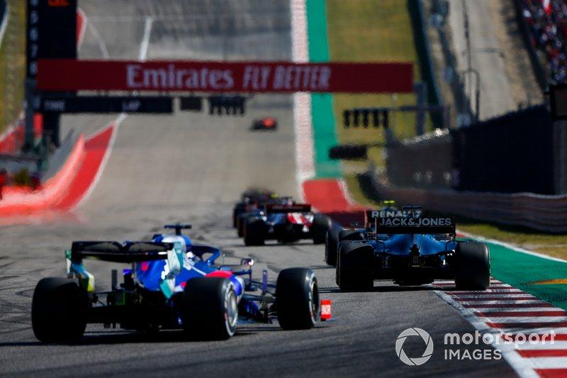 Romain Grosjean, Haas VF-19 Team, precede Daniil Kvyat, Toro Rosso STR14