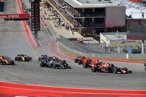 Max Verstappen, Red Bull Racing RB15, leads Sebastian Vettel, Ferrari SF90, Lewis Hamilton, Mercedes AMG F1 W10, Charles Leclerc, Ferrari SF90, Lando Norris, McLaren MCL34, Alexander Albon, Red Bull RB15, and the remainder of the field at the start