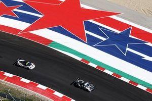 #88 Proton Competition Porsche 911 RSR: Bret Curtis / Adrien De Leener / Thomas Preining
