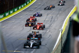 Льюис Хэмилтон, Mercedes AMG F1 W10, Макс Ферстаппен, Red Bull Racing RB15, Себастьян Феттель, Ferrari SF90, и Александр Элбон, Red Bull Racing RB15