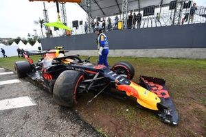 The damaged car of Alexander Albon, Red Bull RB15