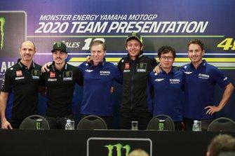 Maverick Vinales, Yamaha Factory Racing, Lin Jarvis,Valentino Rossi, Yamaha Factory Racing, mit Massimo Meregalli, Lin Jarvis, Takahiro Sumi und Jorge Lorenzo