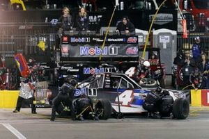 Raphael Lessard, Kyle Busch Motorsports, Toyota Tundra Mobil 1 pit stop