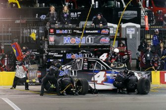 Raphael Lessard, Kyle Busch Motorsports, Toyota Tundra Mobil 1 pit stop