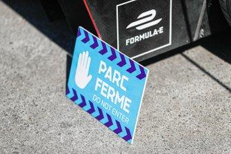 Le signe du Parc Fermé
