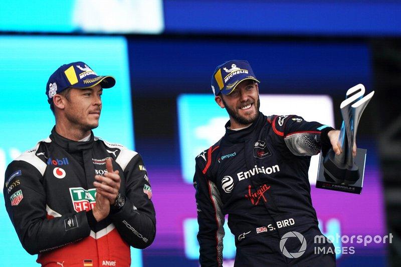 Andre Lotterer, Porsche, celebrates on the podium Sam Bird, Virgin Racing, on the podium