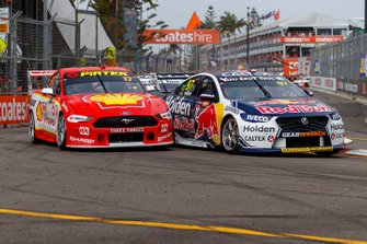 Shane van Gisbergen, Triple Eight Race Engineering Holden, Scott McLaughlin, DJR Team Penske Ford at the start of the race
