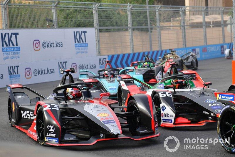 Sébastien Buemi, Nissan e.Dams, Nissan IMO2 precede Daniel Abt, Audi Sport ABT Schaeffler, Audi e-tron FE06, Mitch Evans, Jaguar Racing, Jaguar I-Type 4