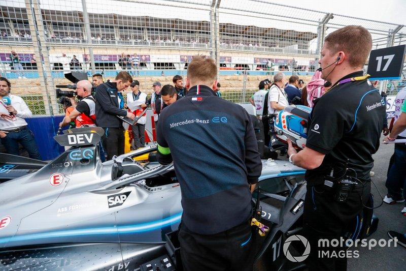 Nyck De Vries, Mercedes Benz EQ, EQ Silver Arrow 01 on the grid