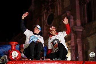 Marc Márquez et Álex Marquez fêtent leur titre à Cervera