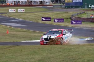 James Courtney, Jack Perkins, Walkinshaw Andretti United Holden run wide