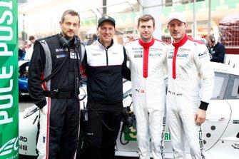 #92 Porsche GT Team Porsche 911 RSR - 19: Michael Christensen, Kevin Estre, mit Bernhard Demmer und Andreas Stehlig