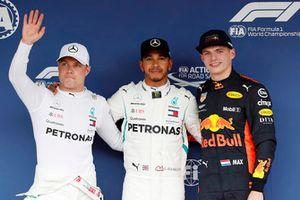 Il poleman Lewis Hamilton, Mercedes AMG F1, il secondo qualificato Valtteri Bottas, Mercedes AMG F1, il terzo qualificato Max Verstappen, Red Bull Racing