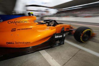 Stoffel Vandoorne, McLaren MCL33, leaves the garage