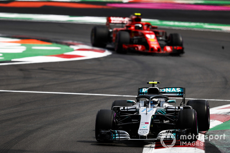 Valtteri Bottas, Mercedes AMG F1 W09 EQ Power+, y Kimi Raikkonen, Ferrari SF71H