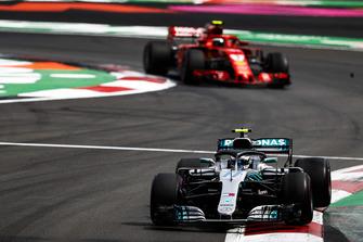 Valtteri Bottas, Mercedes AMG F1 W09 EQ Power+, leads Kimi Raikkonen, Ferrari SF71H