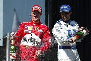 Podium : le vainqueur Michael Schumacher, Ferrari, et le troisième Juan Pablo Montoya, Williams