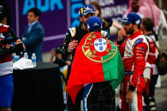 Winner Antonio Felix da Costa, BMW I Andretti Motorsports chats with second position Jean-Eric Vergne, DS TECHEETAH, third position Jérôme d'Ambrosio, Mahindra Racing in parc ferme
