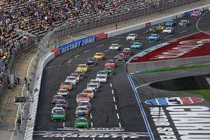 Kyle Larson, Chip Ganassi Racing, Chevrolet Camaro Clover/First Data, Daniel Hemric, Richard Childress Racing, Chevrolet Camaro Smokey Mountain Herbal Snuff
