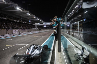 Lewis Hamilton, Mercedes-AMG F1 W09 crosses the line