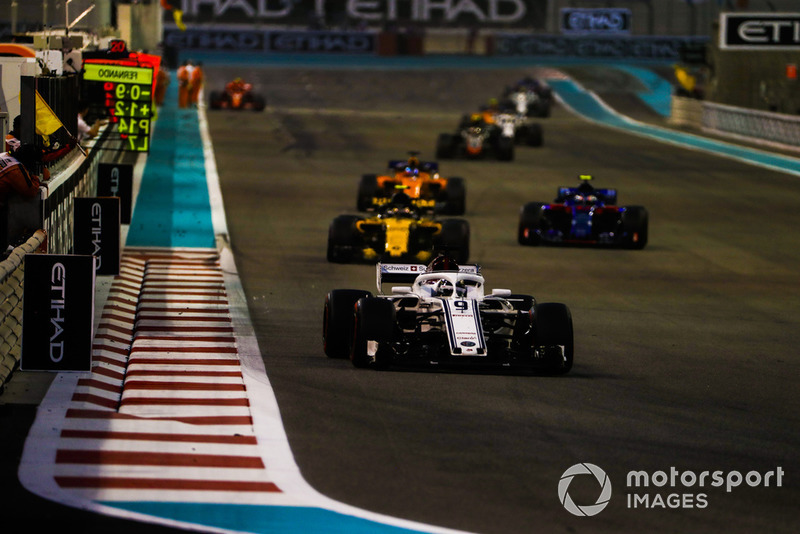 Marcus Ericsson, Sauber C37, leads Carlos Sainz Jr., Renault Sport F1 Team R.S. 18, Pierre Gasly, Scuderia Toro Rosso STR13, and Fernando Alonso, McLaren MCL33