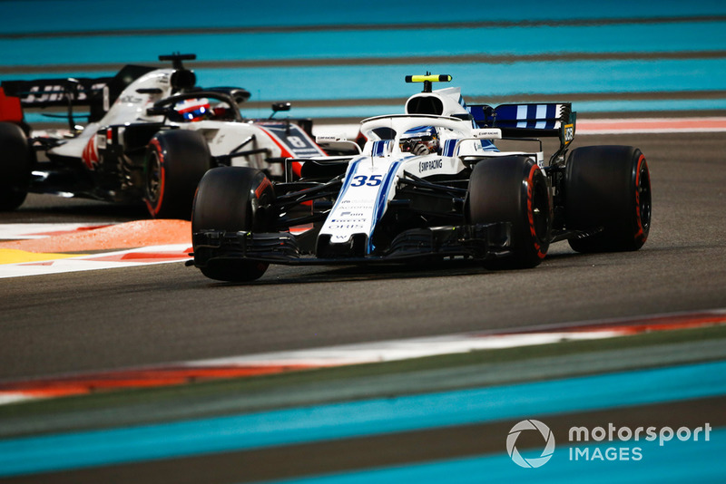 Sergey Sirotkin, Williams FW41 precede Romain Grosjean, Haas F1 Team VF-18