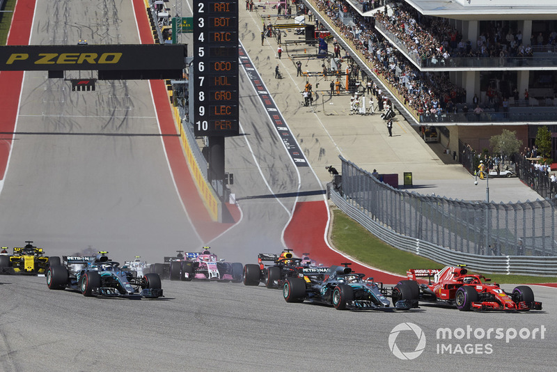 Kimi Raikkonen, Ferrari SF71H, battles with Lewis Hamilton, Mercedes AMG F1 W09 EQ Power+, ahead of Valtteri Bottas, Mercedes AMG F1 W09 EQ Power+, Daniel Ricciardo, Red Bull Racing RB14, Sebastian Vettel, Ferrari SF71H, and the rest of the field at the start of the race