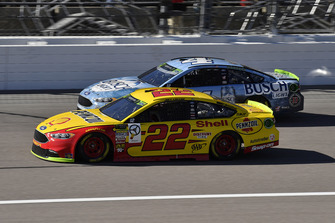 Joey Logano, Team Penske, Ford Fusion Shell Pennzoil, Kevin Harvick, Stewart-Haas Racing, Ford Fusion Busch Light