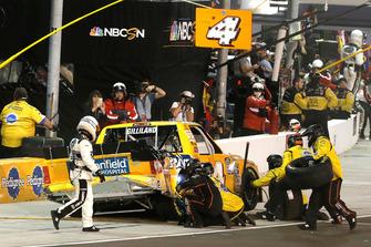 Todd Gilliland, Kyle Busch Motorsports, Toyota Tundra Pedigree pit stop