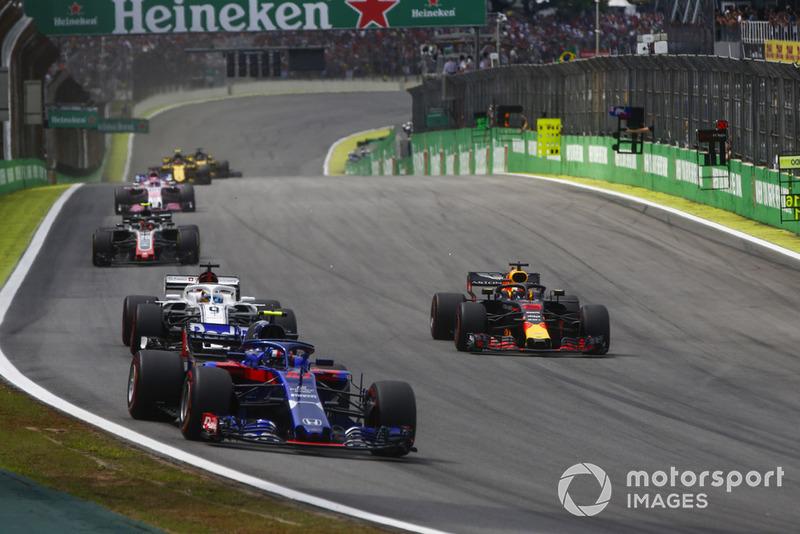 Pierre Gasly, Toro Rosso STR13 Honda, Daniel Ricciardo, Red Bull Racing RB14 Tag Heuer, y Marcus Ericsson, Sauber C37 Ferrari.