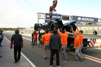 Gary Paffett, HWA Racelab, VFE-05, is recovered by the marshals