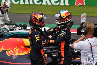 Daniel Ricciardo en Max Verstappen, Red Bull Racing in parc ferme