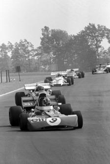 Francois Cevert, Tyrrell 002, lidera a Clay Regazzoni, Ferrari 312B2 y Jo Siffert, BRM P160