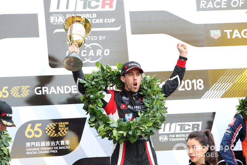 Podio: Ganador de la carrera Esteban Guerrieri, ALL-INKL.COM Münnich Motorsport Honda Civic Type R TCR