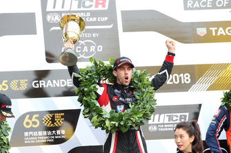 Podium: Race winner Esteban Guerrieri, ALL-INKL.COM Münnich Motorsport Honda Civic Type R TCR
