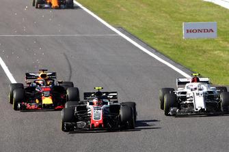 Kevin Magnussen, Haas F1 Team VF-18, Charles Leclerc, Sauber C37 and Daniel Ricciardo, Red Bull Racing RB14