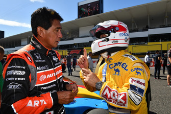 Aguri Suzuki and Satoru Nakajima at Legends F1 30th Anniversary Lap Demonstration