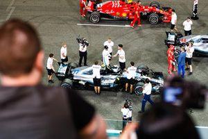 Lewis Hamilton, Mercedes AMG F1 W09 EQ Power+, Valtteri Bottas, Mercedes AMG F1 W09 EQ Power+ and Sebastian Vettel, Ferrari SF71H on the grid after qualifying in the top three