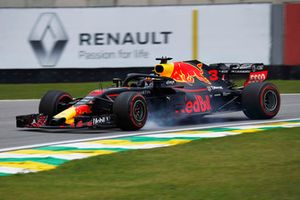 Daniel Ricciardo, Red Bull Racing RB14 locks up