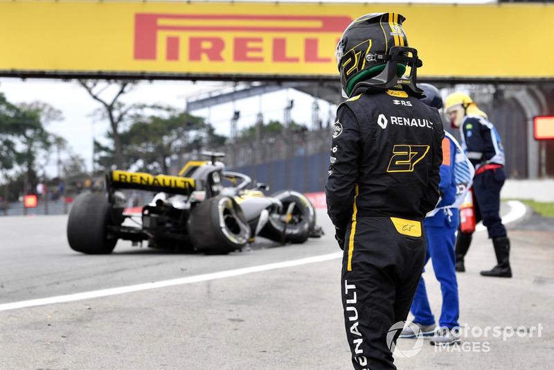 Nico Hulkenberg, Renault Sport F1 Team R.S. 18 crashed in FP2