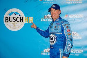 Pole sitter Kevin Harvick, Stewart-Haas Racing, Ford Fusion Busch Light