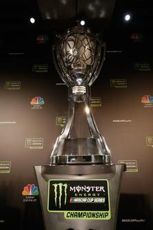 Il trofeo della Monster Energy NASCAR Cup Series in esposizione durante il media day